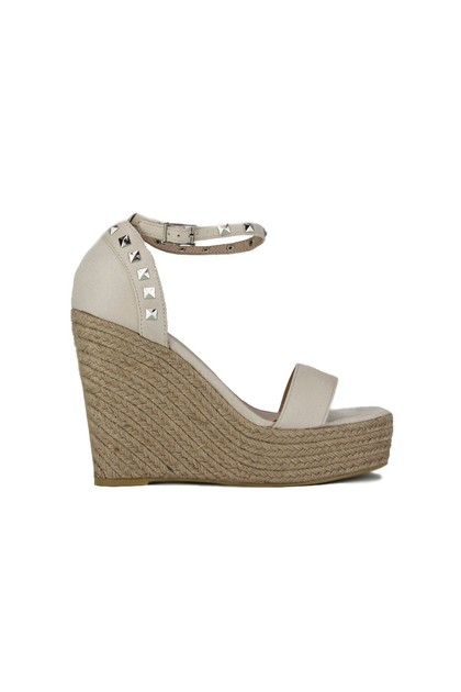 SELMA Nude Stud Wedges With Silver detail